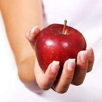 nainen-omena
